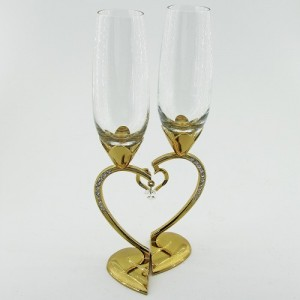 Свадебные бокалы на ножке в виде сердца