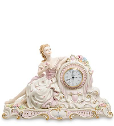 """Часы """"Девушка с цветами"""""""