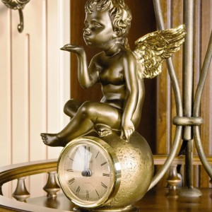 Часы каминные / настольные Ангел на шаре