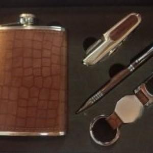 Подарочный набор: фляжка 230мл, нож складной, ручка, брелок