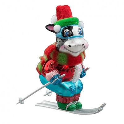 Бычок-лыжник в рождественском костюме (стекло) 8,5х6х13 см